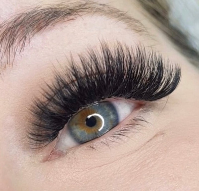 LASH EXTENSIONS – Lashes by Amy